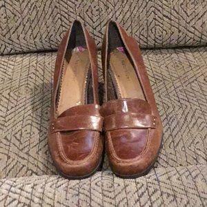 DR5) Women's worn Naturalizer shoe